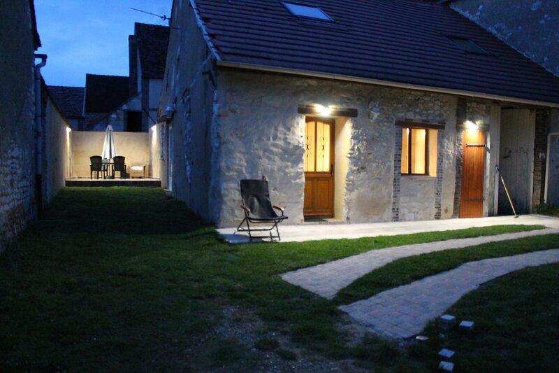 Nice house with garden & terrace, holiday rental in Saint-Mards-en-Othe