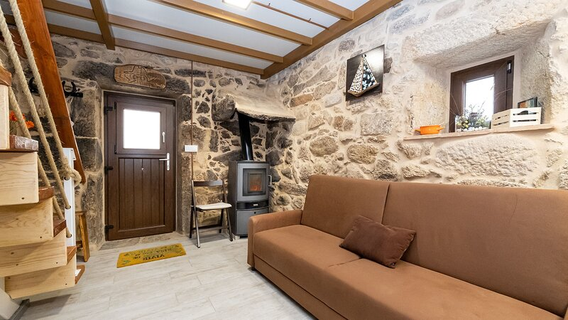 House - 1 Bedroom - 109388, holiday rental in A Virxe Do Camino