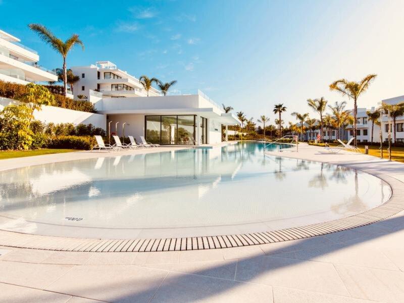 Nuevo atico de lujo de 3 dormitorios en la mejor zona de la Milla de Oro, holiday rental in El Paraiso