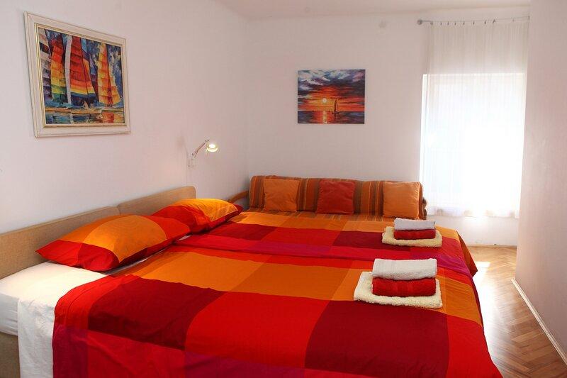 Spacious Piran central apartment for 5 pax BG, holiday rental in Piran