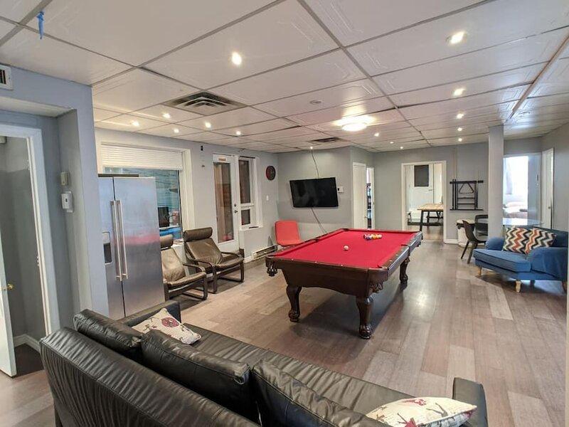 Top Floor Big Salon 5 Bedroom with Big Balcony, alquiler de vacaciones en Montreal
