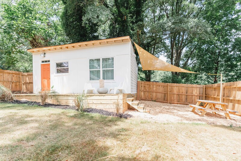 Mid Century Guesthouse, holiday rental in Pine Lake