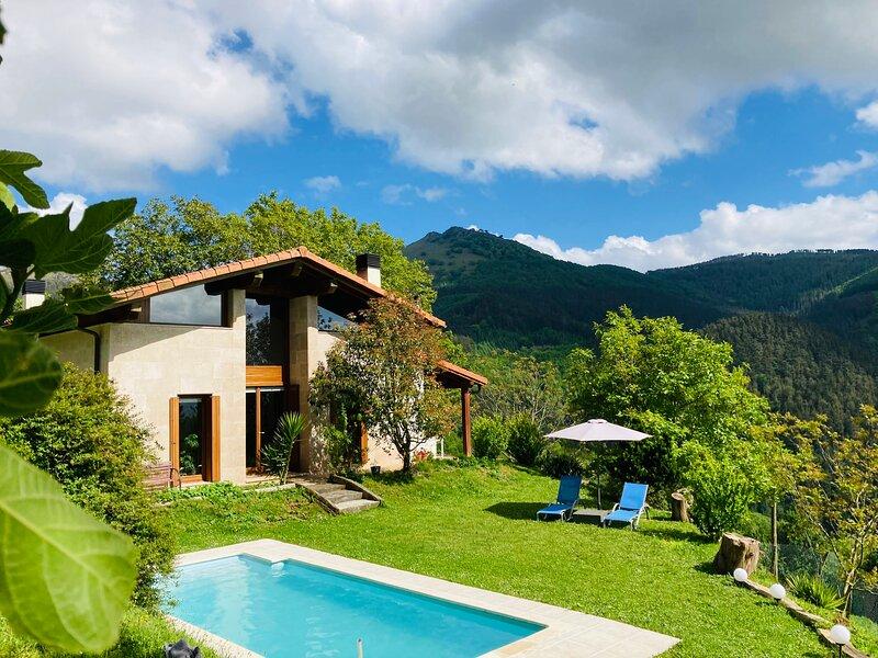 Casa con piscina en plena naturaleza a 20 mints de San Sebastián, holiday rental in Gorriti