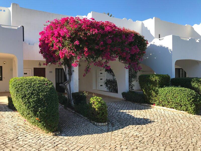 Beach house Algarve - Sea & Golf - Casa Alcatraz na Vila Gaivota, vakantiewoning in Ferragudo