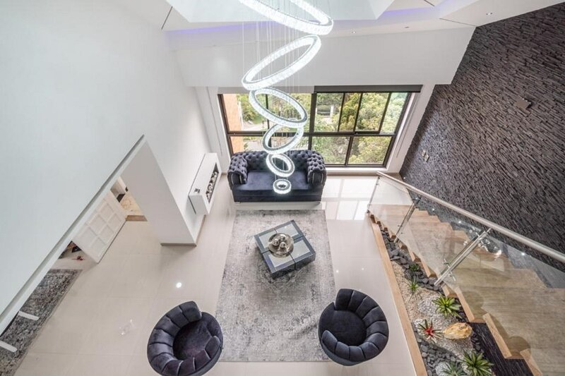 The LYNX 6 bedroom Poblado Immaculate Penthouse, alquiler vacacional en Envigado