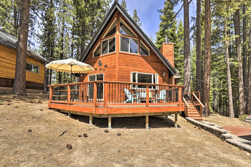 South Lake Tahoe Cabin w/ Hot Tub by Skiing & More, holiday rental in Echo Lake