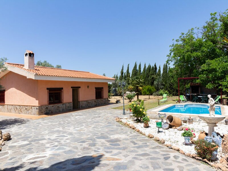 Andalusian rustic farmhouse with private pool and wifi, holiday rental in Pinos del Valle