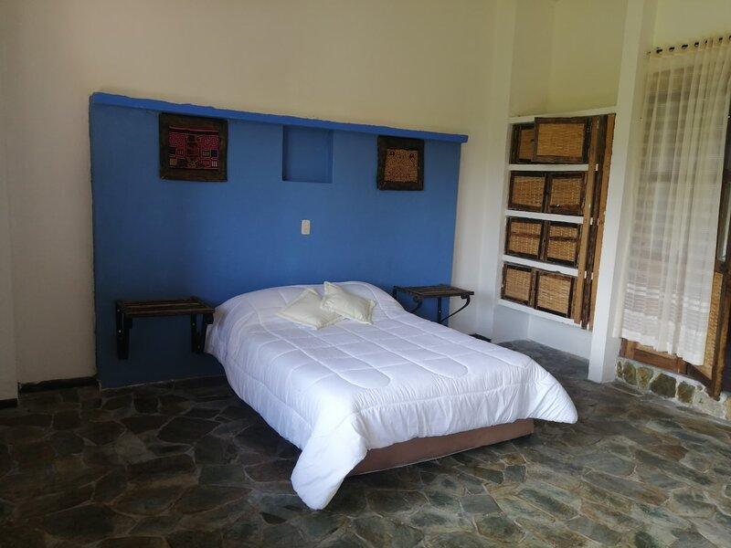 Linda Suite Con Balcon Especial Frente A Panaca, holiday rental in El Cuzco