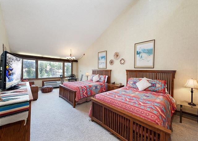 Tamarron Lodge #512 - Mtn Views - Golf - AC/Pool/Hot Tub - Ski Shuttle, location de vacances à Durango