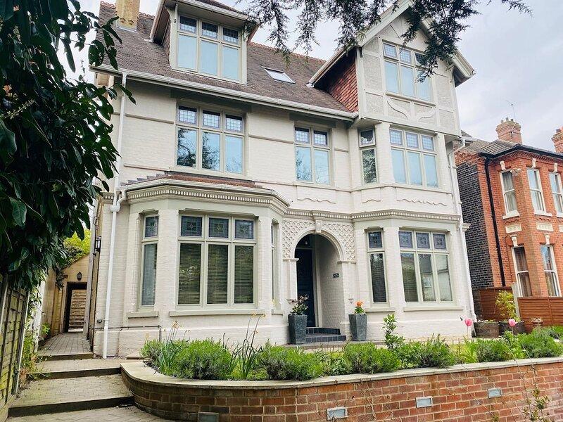 Luxury Apartment-Golden Triangle, Parking & Garden, casa vacanza a Costessey