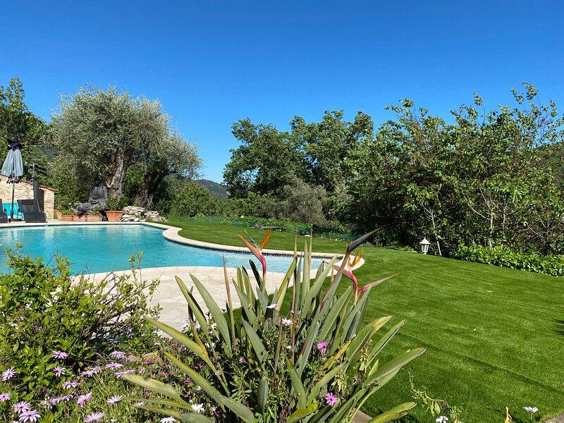 Mas GIRO : Chambre d'hôte avec accès privé, holiday rental in Greolieres