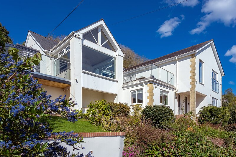 The Curlews - 'On sea estuary with hydrotherapy spa', vacation rental in Kingsteignton