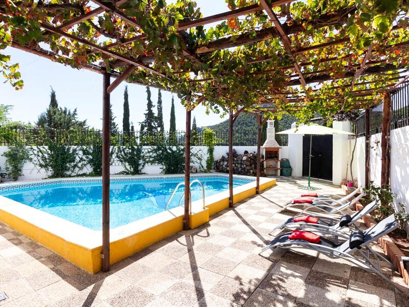 Beautiful house with pool, patio and barbecue., vacation rental in Villamena