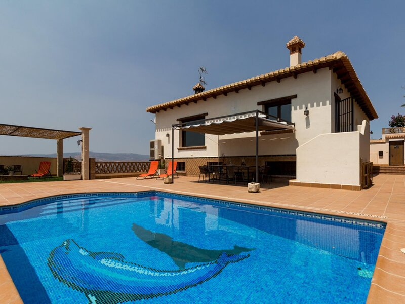 Stunning house with views, pool and terrace, vacation rental in Villamena