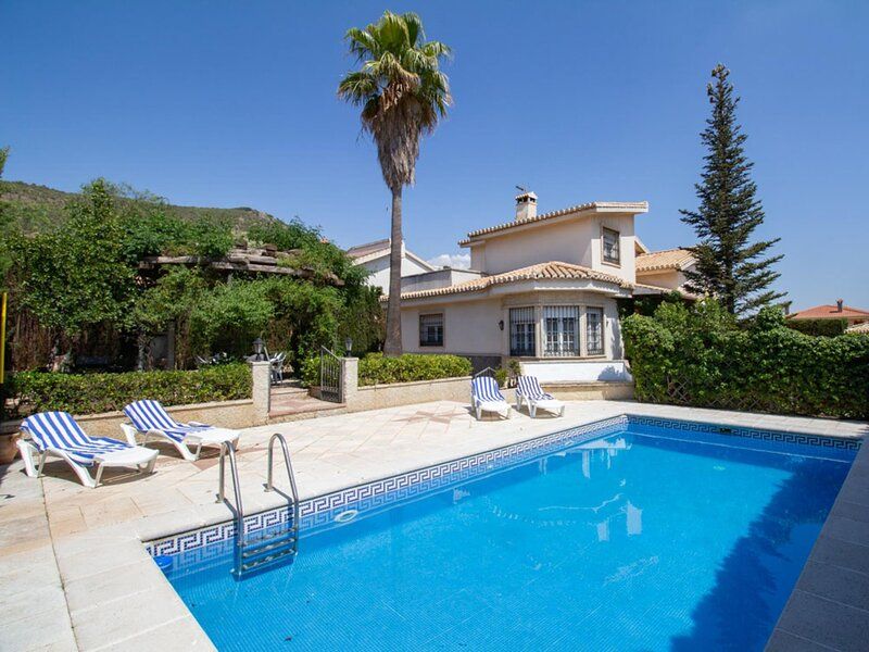 Magnificent villa with garden and pool., alquiler vacacional en Dílar