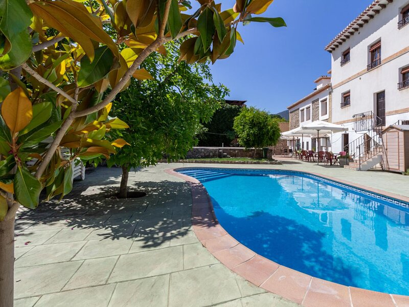 Complex of 3 apartments and 2 rural houses with swimming pool, large terrace and, holiday rental in Pinos del Valle