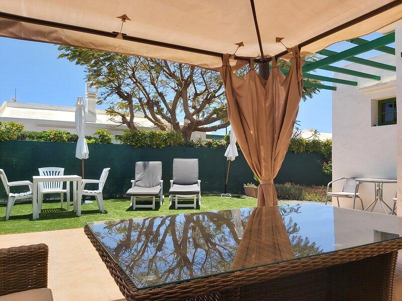 Tranquilo Bungalow en Maspalomas+Gran Terraza+Wifi, alquiler de vacaciones en Playa del Inglés