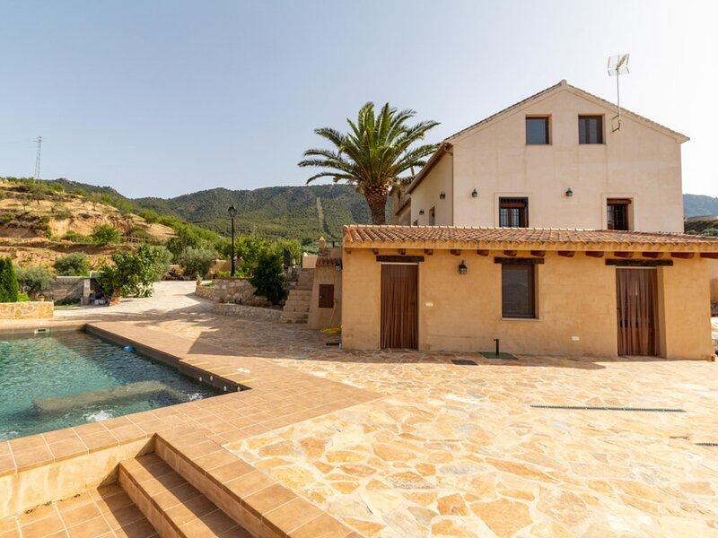 Beautiful cortijo with terrace, pool and magnificent views, holiday rental in Pinos del Valle