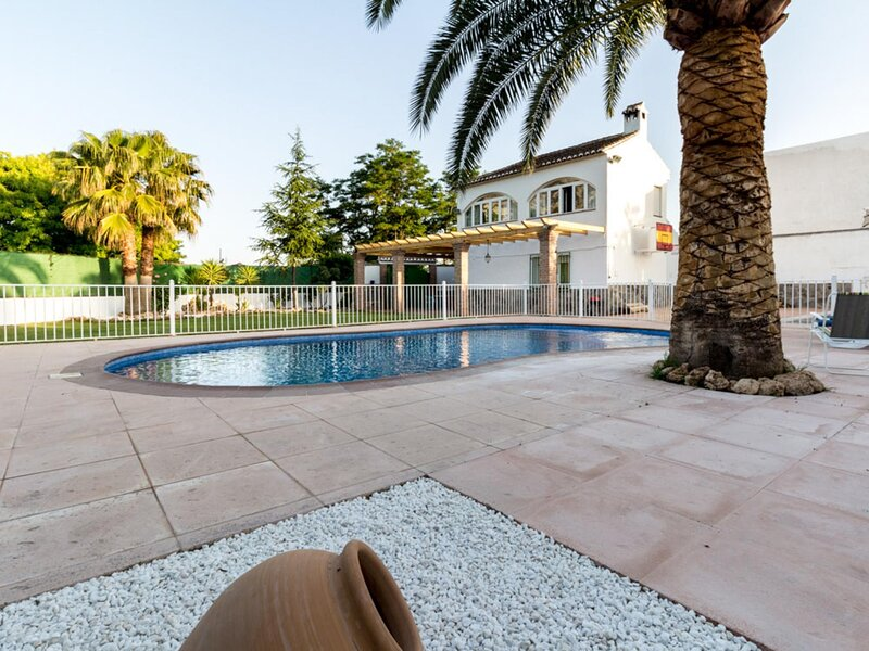 Cottage with pool, garden with views and wifi, vacation rental in Villamena