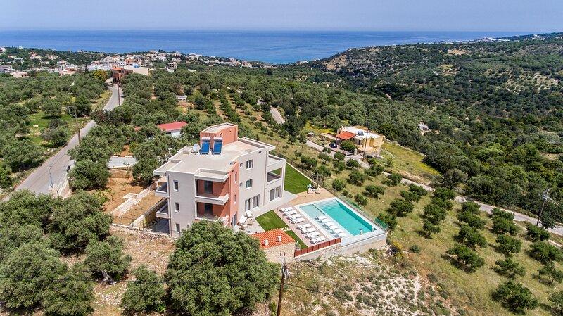 Villa Oasis, Luxury Residence, holiday rental in Kato Valsamonero