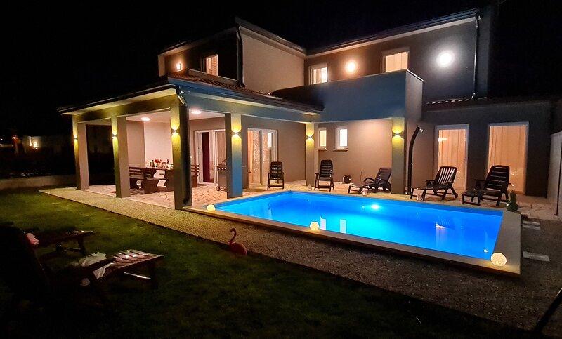 HOUSE WITH POOL 1, holiday rental in Kastelir