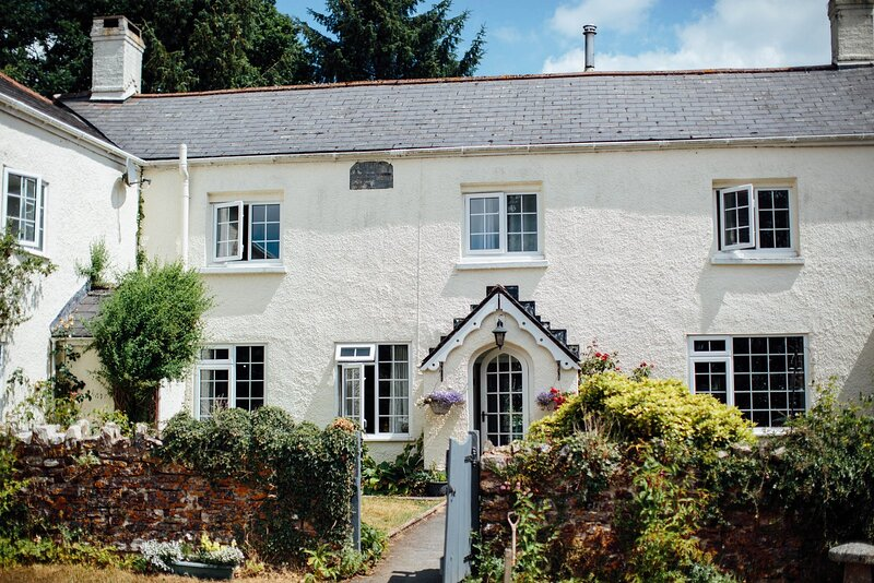 Deer's Leap Retreat Farmhouse, vacation rental in North Molton