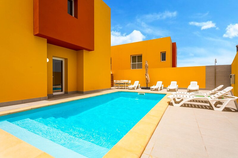 Villa Mariposas Dos: Heated Private Pool, A/C, WiFi, holiday rental in Puerto Lajas