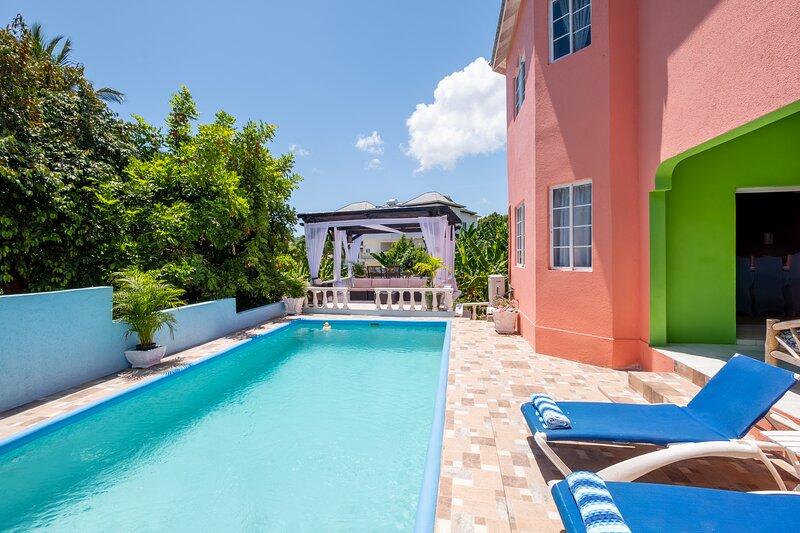 PrivatePrivate Getaway for Fam & Friends - Luxury Villa, 5-Star Amenities, Beach, alquiler vacacional en Boscobel