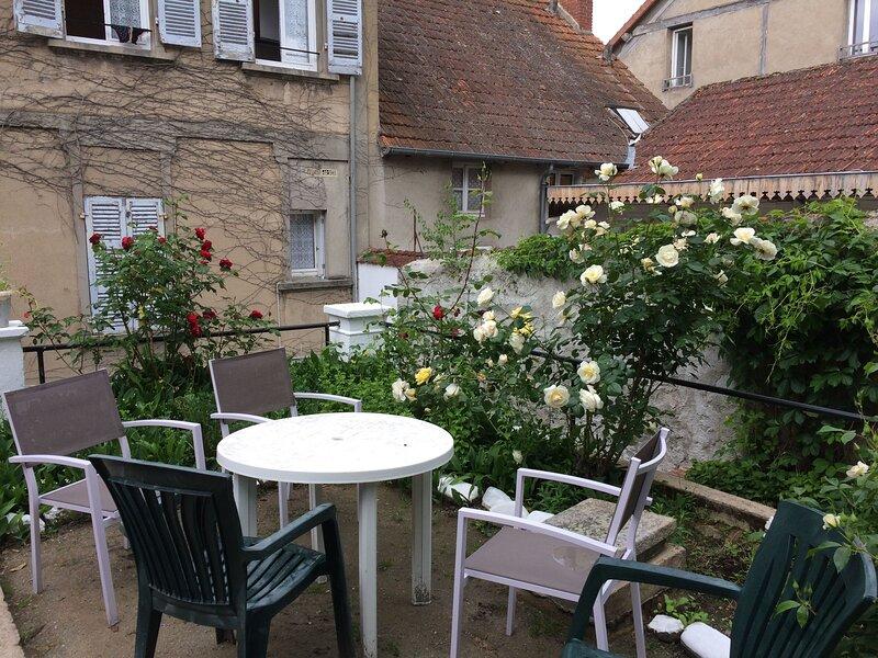 Amazing apartment with garden, aluguéis de temporada em Evaux-les-Bains