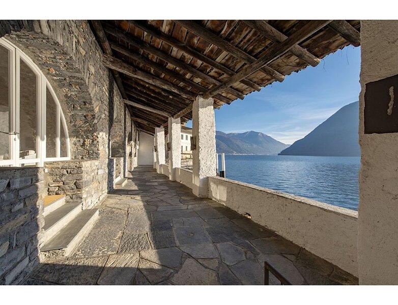 Beautiful Villa in the historical centre of Brienno, location de vacances à Cernobbio