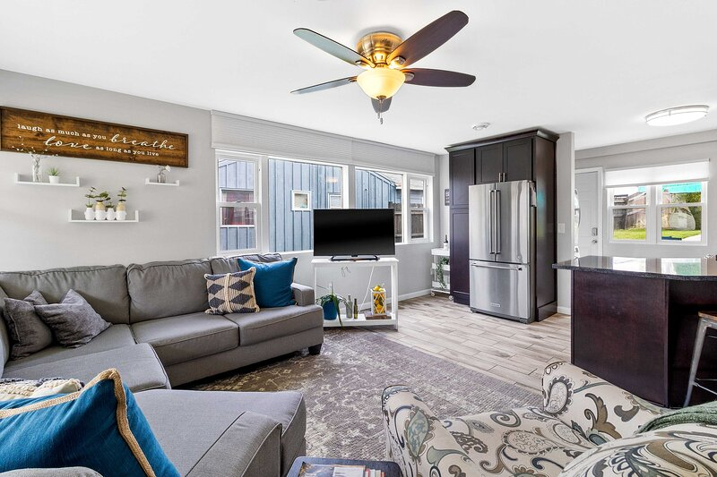 NEW! Bright + Updated Getaway w/ Furnished Patio!, vacation rental in West Allis