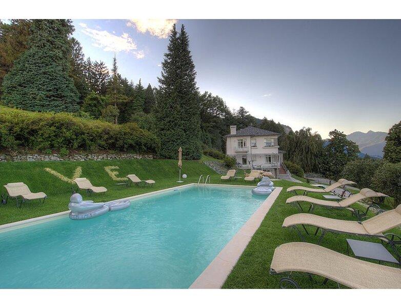 Tranquillity on the Private Estate on the Baveno hillside, location de vacances à Fondotoce