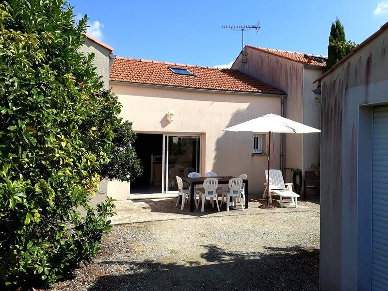 Amazing house near the beach, holiday rental in Salles sur Mer