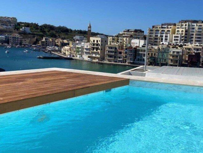 Penthouse with plunge pool, location de vacances à Marsascala