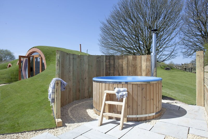 Wabbit Hobbit House, The Little Shire - A luxury hobbit house in the Wells count, holiday rental in Holcombe