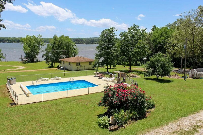 NEW! Cozy Cottage On Kentucky Lake w/ Shared Pool!, location de vacances à Stewart