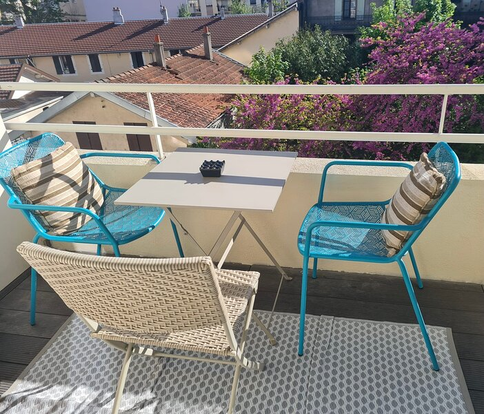 One minute away from Annemasse train station - 2 Bedrooms, holiday rental in Chens-sur-Leman