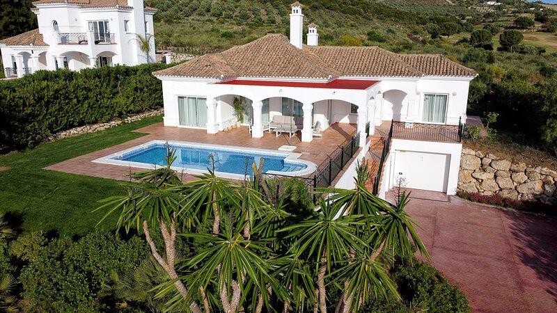 Villa Grazalema en Arcos Gardens, holiday rental in Arcos de la Frontera