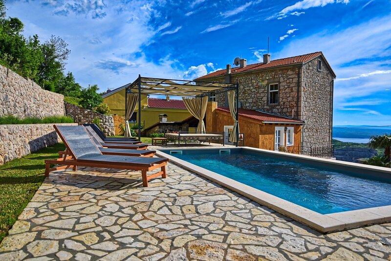 Villa URSULA, holiday rental in Grizane-Belgrad