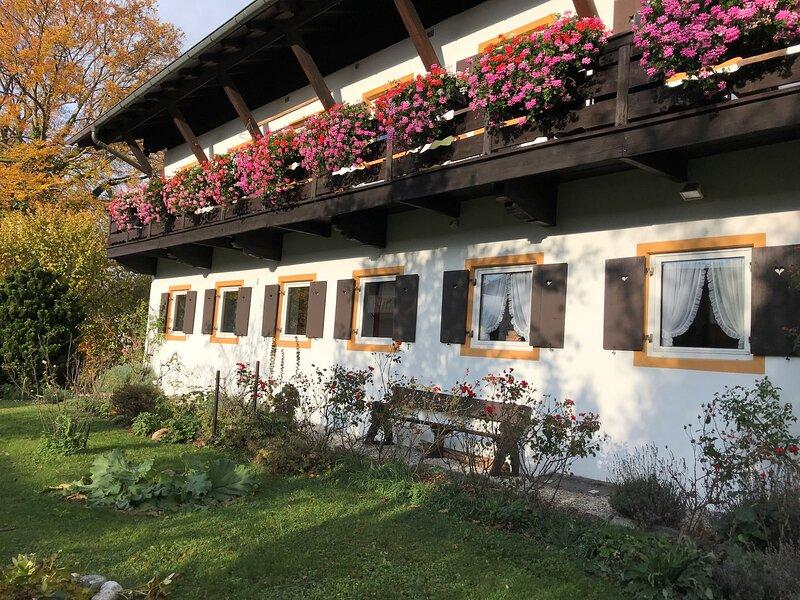 Groundfloor Apartment Roemer with Garden, large terrace, pond and Mountain Views, holiday rental in Garmisch-Partenkirchen