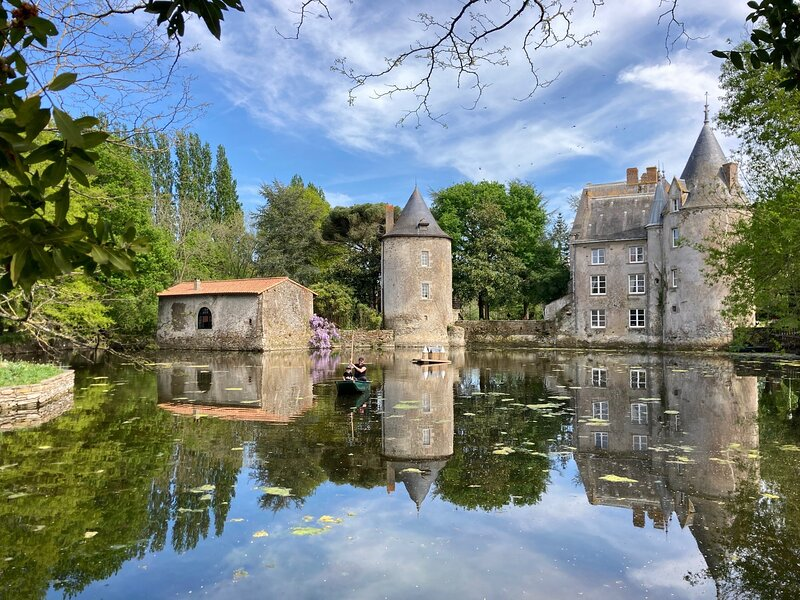 Holidayhouse at Chateau de la Preuille, in the middle of nature close to Nantes, holiday rental in Saint-Hilaire-de-Clisson