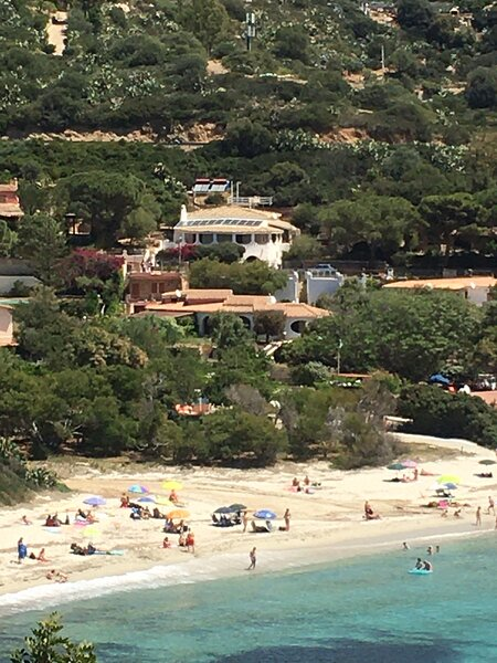 Grande villa singola con vista mare, molto curata, WiFi,4 camere + 4 bagni (8p.), alquiler vacacional en Torre delle Stelle