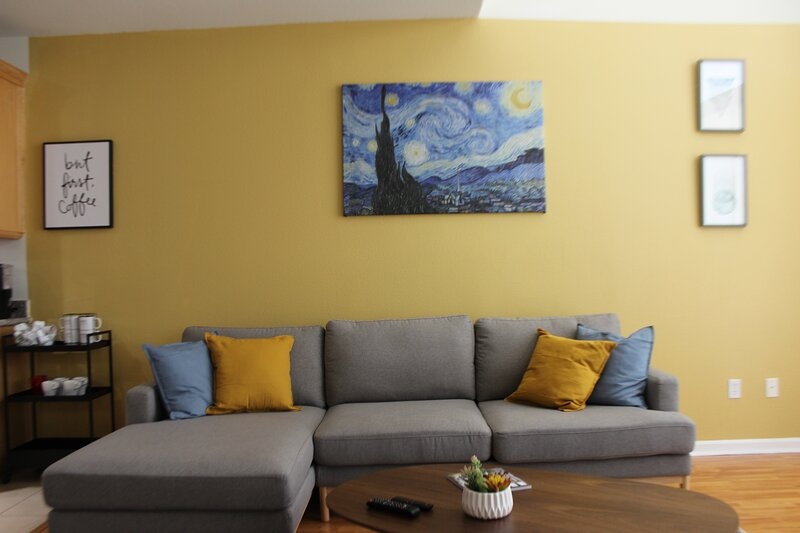 Luxury Modern and Bright Townhouse in San Jose, casa vacanza a Milpitas