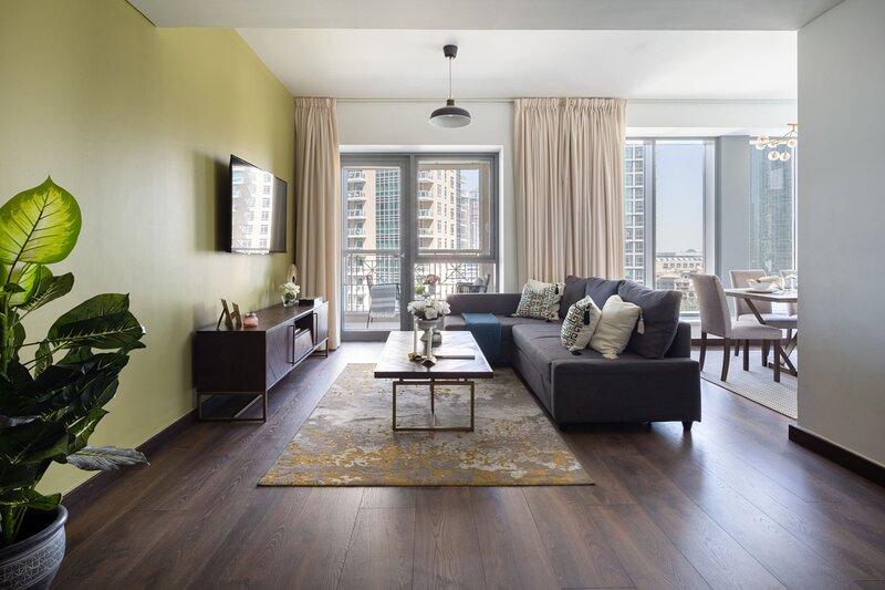 Landmark Living In This 2BR in Downtown Dubai, casa vacanza a Hatta