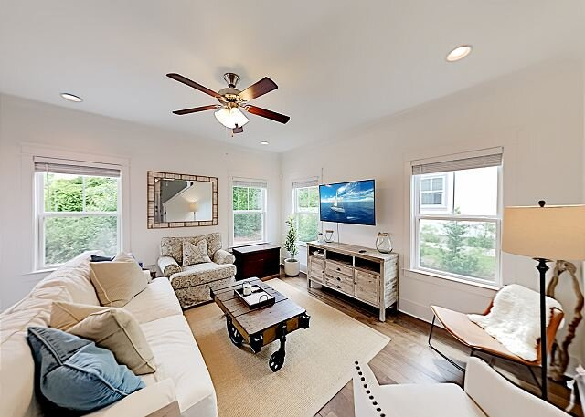 Brand-New Grande Pointe at Inlet Beach Home with Pool & Dock, holiday rental in Ebro