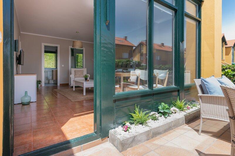Magnifico piso con jardín, terraza garaje y wifi, vacation rental in San Vicente de la Barquera