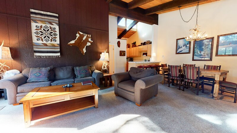 Living Room,Room,Indoors,Couch,Furniture