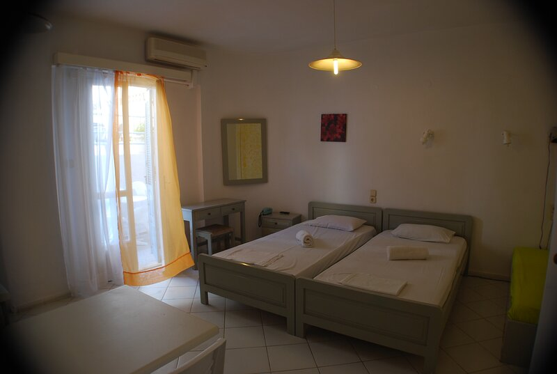 Renia Hotel-apartments-studio, location de vacances à Mononaftis