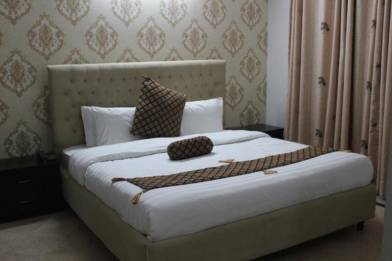 Beautiful Double Room with Breakfast Included, vacation rental in Islamabad Capital Territory