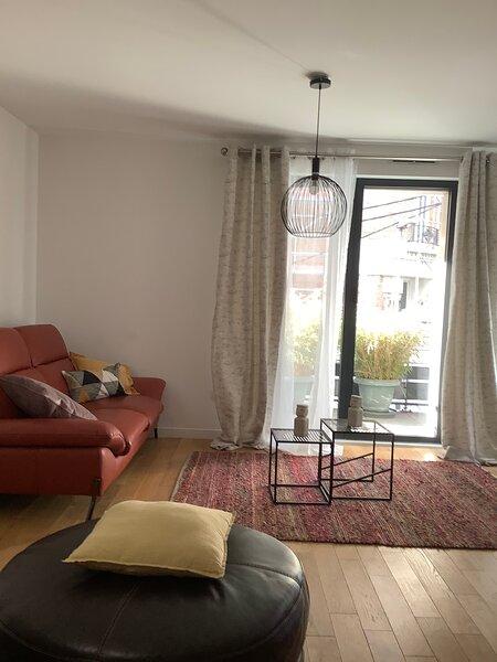 Lesapparts Paris-Clichy 3p neuf wifi gratuit et cuisine et terrasse équipée park, holiday rental in Saint Ouen
